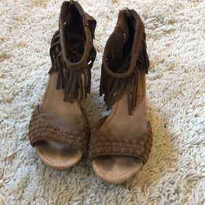 Minnetonka tan fringe wedges